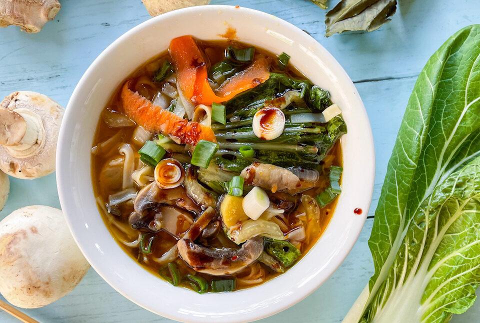 Supa tip ramen cu frunze lime